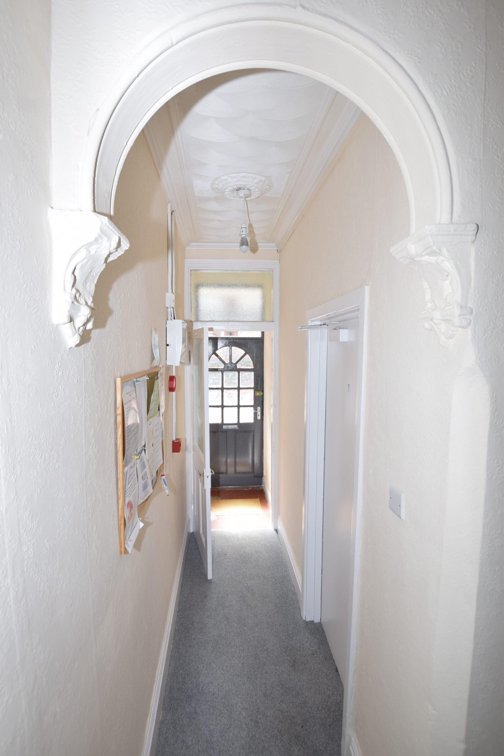 Nice Double Room – 7 min walk to high street! B14
