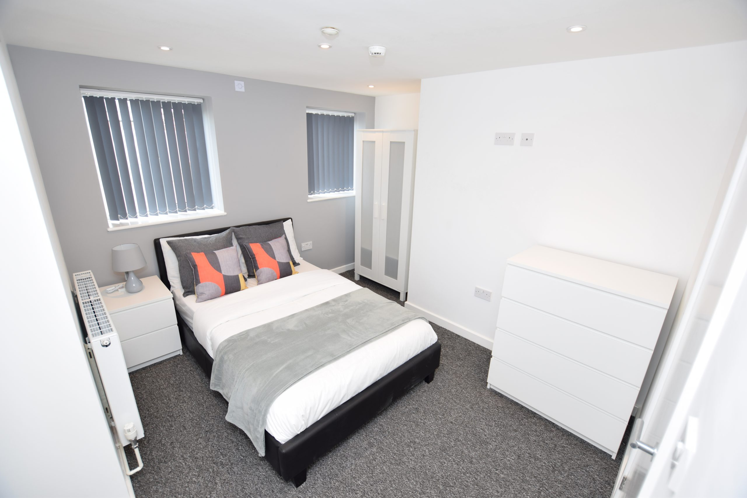 Spacious Ensuite Room Available Now – DY9