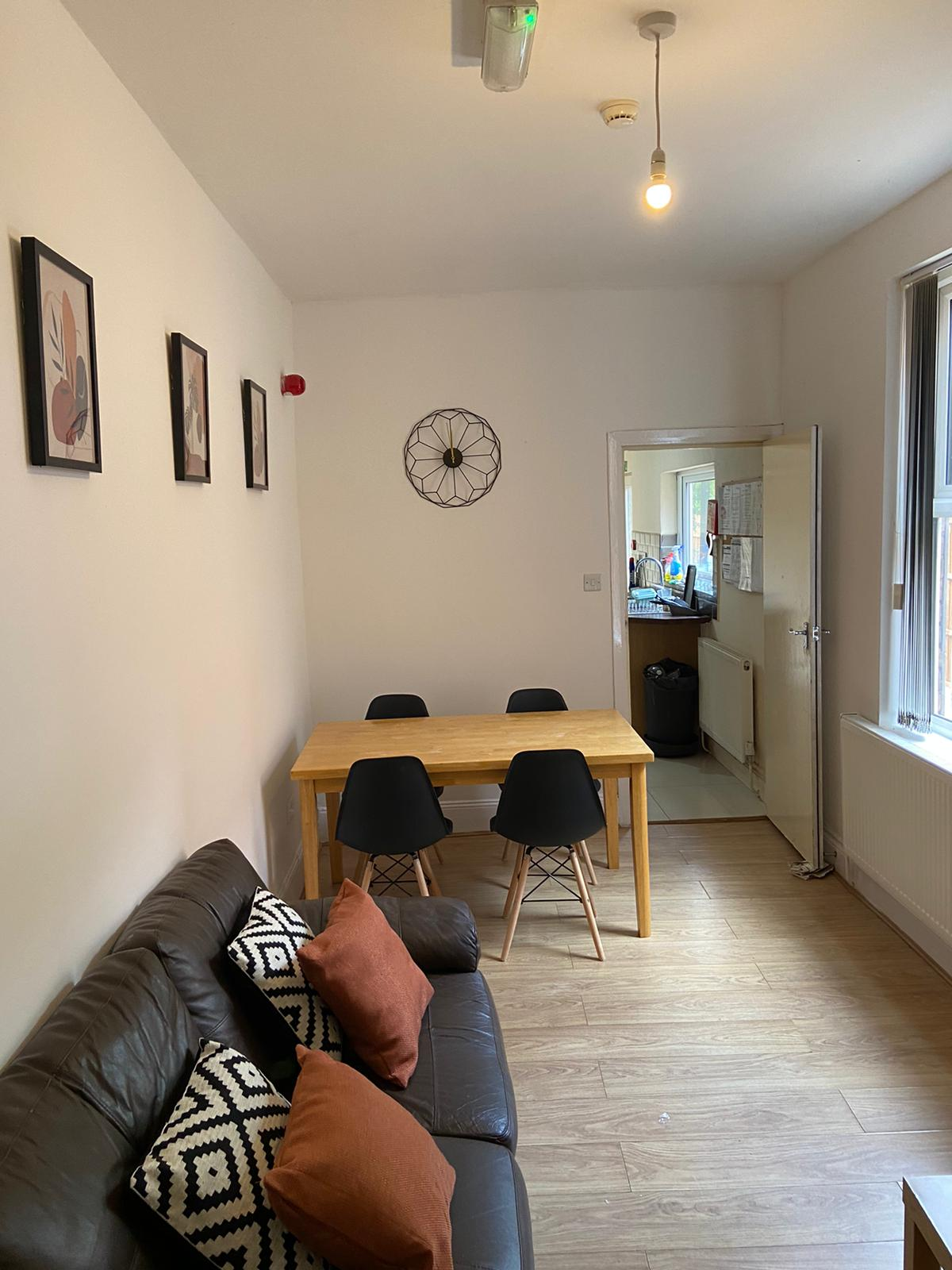 🏡 Large Spacious house share in Moseley, B12